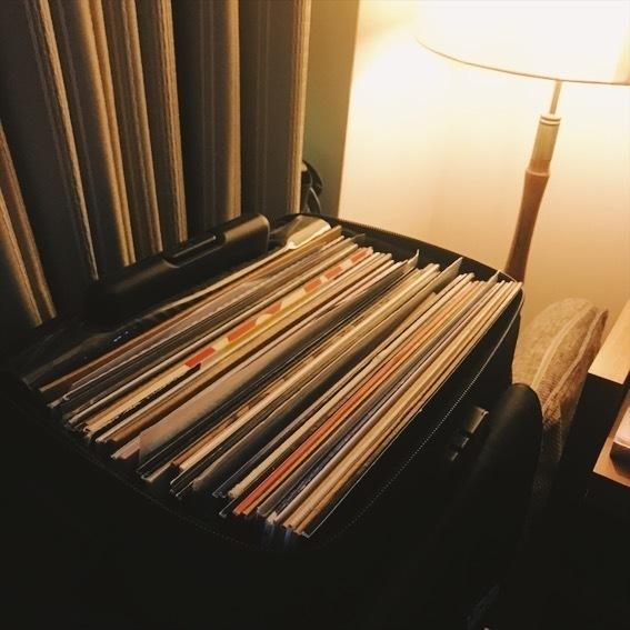 今夜はレコードで。 サラリーマンとゆる〜い雰囲気で遊んでますので みなさん、お気軽にお越しください。 @en-sof