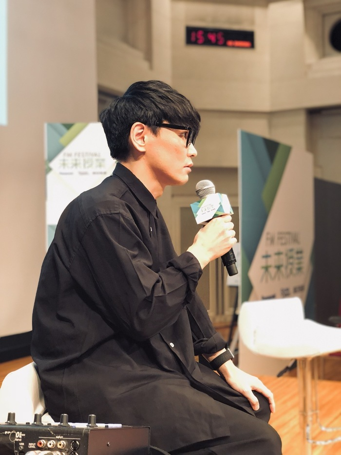 今日はTOKYO FM「未来授業」 巨匠建築家の隈研吾さんとの対談とあって、一郎さん、緊張してます。