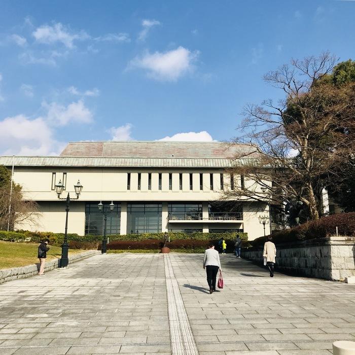 day-17 山口 周南市文化会館  風が強い。 しゅうニャンし、よろしくお願いします。
