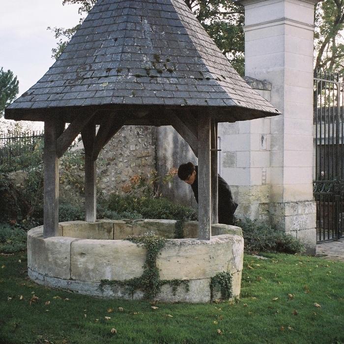 ダヴィンチのお墓があるアンボワーズにて。井戸かと思いきや、階段が付いていました。何ですかね、これは。