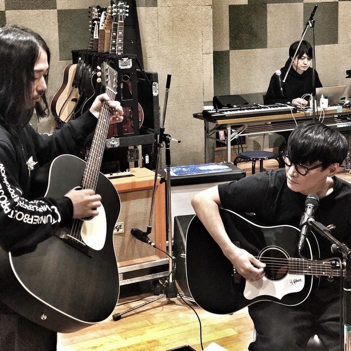 先日のinstagram liveでは、新しいギター選びをしていたのでした。ツアーでお披露目されるのでしょうか。
